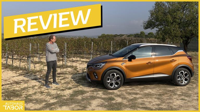 Mann mit Renault Captur
