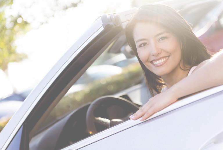 Femme en cabriolet