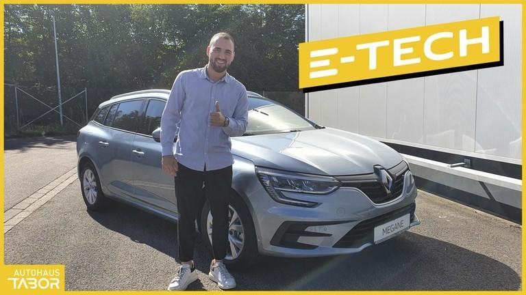 Mann vor Renault Megane Grandtour Hybrid