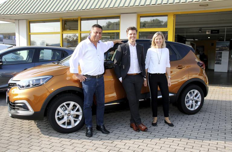 Geschäftsführer vor einem Renault