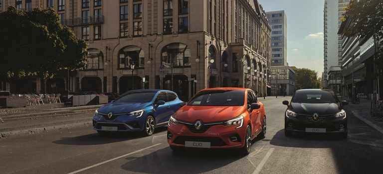 Renault Fahrzeuge auf Straße