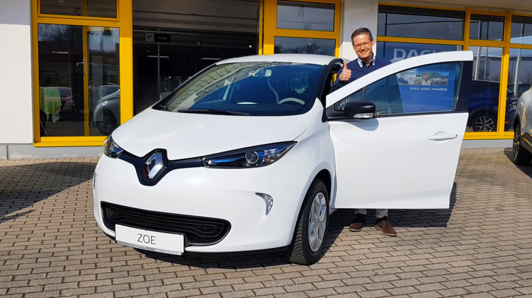 Kunde hinter Renault ZOE